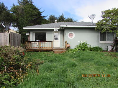 Lincoln City Single Family Home For Sale: 1107 SW Galley Ave