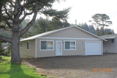 Depoe Bay Single Family Home For Sale: 440 Siletz Ave