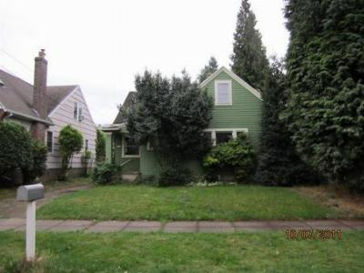 Single Family Home Sold: 2738 SE Clay St