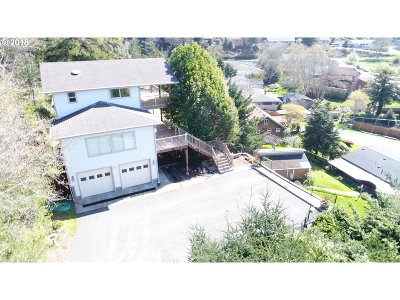Gold Beach Single Family Home For Sale: 94244 Tenth St