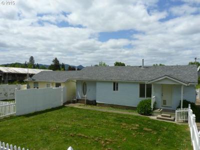 Douglas County Multi Family Home For Sale: 181 SE Darrell Ave