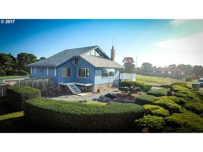 Bandon Single Family Home For Sale: 1525 Beach Loop Dr
