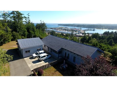 Coos Bay Single Family Home For Sale: 63393 Crestwood Dr