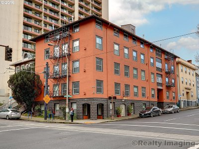 Condo/Townhouse Sold: 1104 SW Columbia St #105