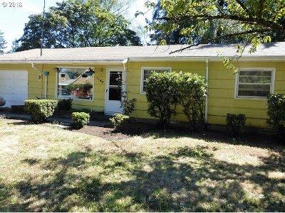 Single Family Home Pending: 7166 SE Lamphier St