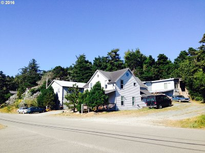 Port Orford Multi Family Home For Sale: 816 Jackson St
