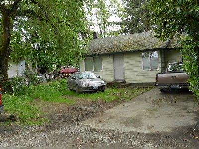 Single Family Home For Sale: 8252 SE Sherrett St