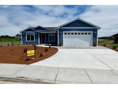 Bandon Single Family Home For Sale: 3111 Periwinkle Ln