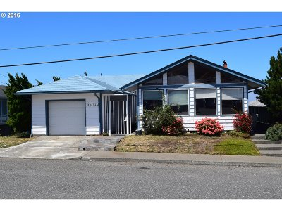 Gold Beach Single Family Home For Sale: 29832 Mary St