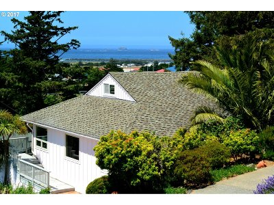 Gold Beach Single Family Home For Sale: 94263 First St