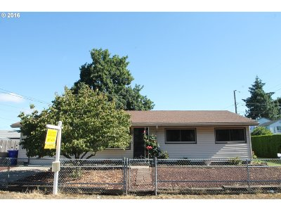 Single Family Home Sold: 4949 SE Bush St