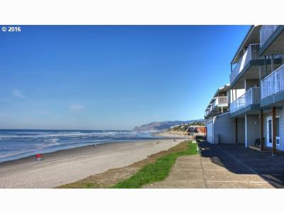 Lincoln City Condo/Townhouse For Sale: 171 SW Hwy 101