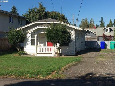 Single Family Home For Sale: 5115 SE Henderson St