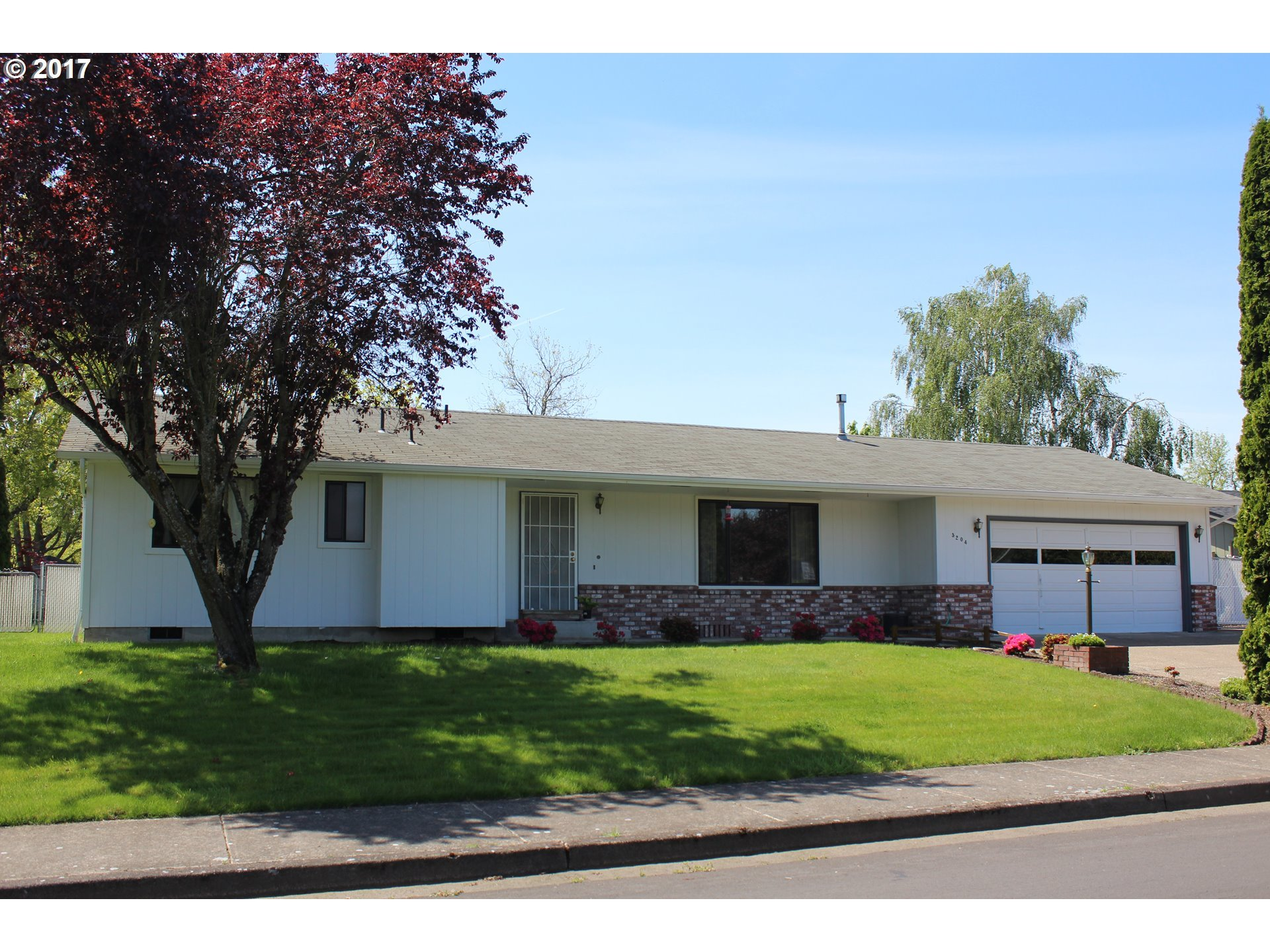 5204 Sugarpine Cir, Eugene, OR   MLS# 17007042   Roseburg