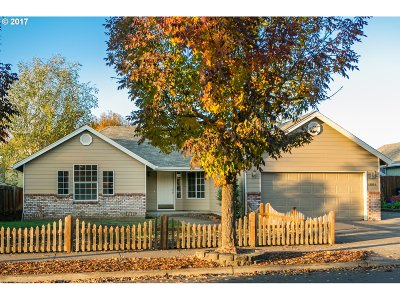 Springfield Single Family Home For Sale: 4664 Holly St