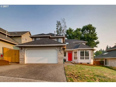 Tigard Single Family Home For Sale: 8383 SW Deeann Ct