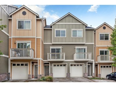 Beaverton Condo/Townhouse For Sale: 18425 SW Stepping Stone Dr #33