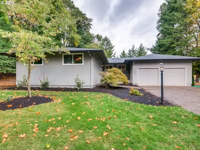 Milwaukie Single Family Home For Sale: 16108 SE River Rd