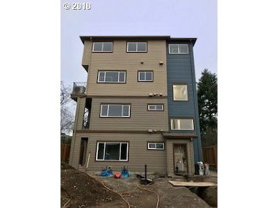 Portland Condo/Townhouse For Sale: 5321 NE Irving St #F