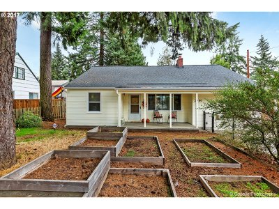 Portland Single Family Home For Sale: 2900 SE 118th Ave