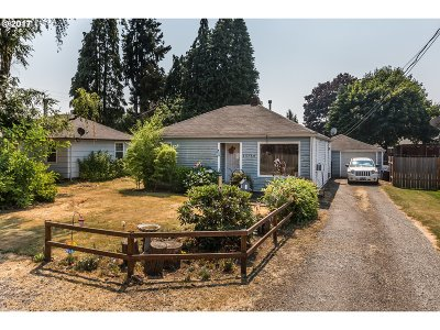 Scappoose Single Family Home For Sale: 33764 SE Oak St