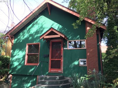 Single Family Home For Sale: 2907 NE Couch St