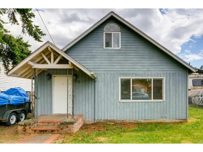 Portland Single Family Home For Sale: 6742 SE Fir Ave