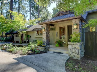 Milwaukie, Gladstone Single Family Home For Sale: 2050 SE Mulberry Dr