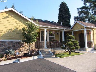 Milwaukie Single Family Home For Sale: 14014 SE Oatfield Rd