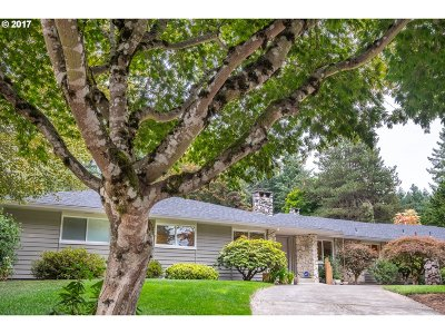 Portland Single Family Home For Sale: 11335 SW Foothill Dr
