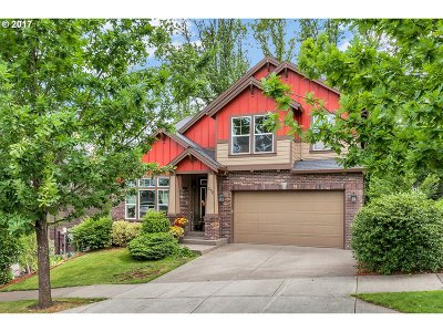 Newberg, Dundee Single Family Home For Sale: 372 Fairway St
