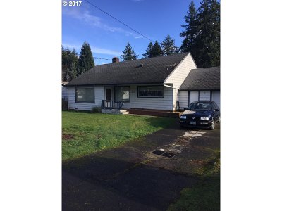 Milwaukie Single Family Home For Sale: 10120 SE Hollywood Ave