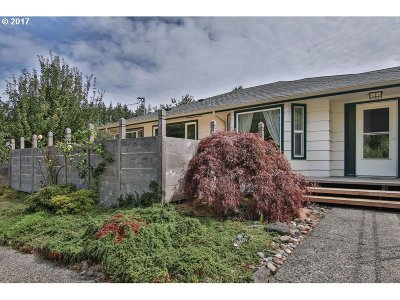 Coos Bay Single Family Home For Sale: 580 N 13th St