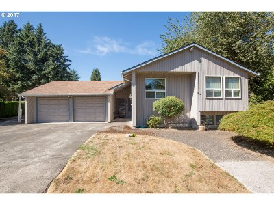 Milwaukie Single Family Home For Sale: 3615 SE Brendon Ct
