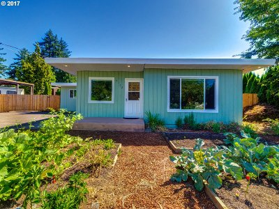 Portland Single Family Home For Sale: 5102 SE 132nd Ave