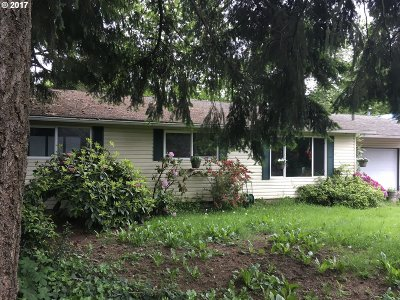 Milwaukie Single Family Home For Sale: 3363 SE Filbert St