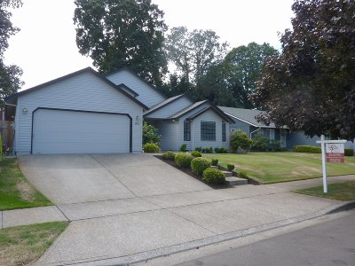 Hillsboro Single Family Home For Sale: 6896 SE Blaine St
