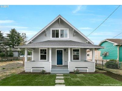 Single Family Home For Sale: 9142 SE Oak St