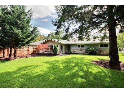 Lake Oswego Single Family Home For Sale: 5622 Carman Dr