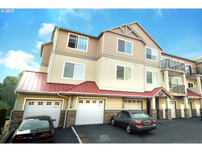 Condo/Townhouse For Sale: 565 NW Lost Springs Ter #402