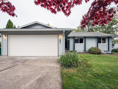 Happy Valley, Clackamas Single Family Home For Sale: 11601 SE Falbrook Dr