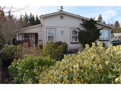 Eugene Single Family Home For Sale: 3220 Crescent Ave #55