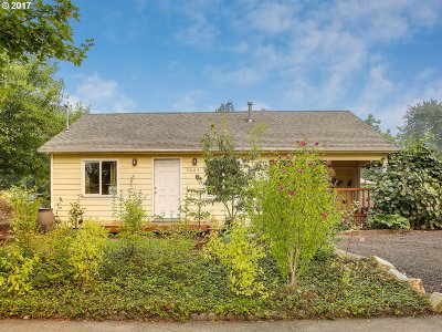 Portland Single Family Home For Sale: 5604 SE 104th Ave