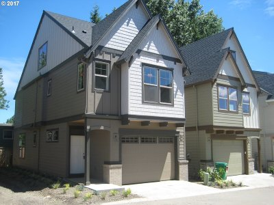 Portland Condo/Townhouse For Sale: 7880 SW Capitol Hill Rd