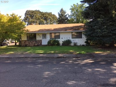 Single Family Home For Sale: 630 SW Brockwood Ave