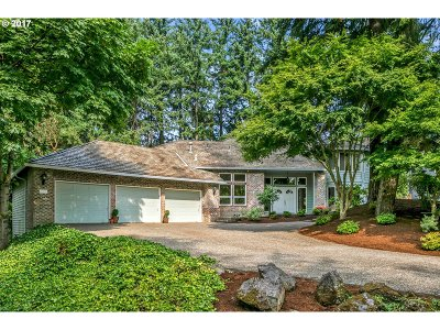 Lake Oswego Single Family Home For Sale: 1075 Schukart Ln