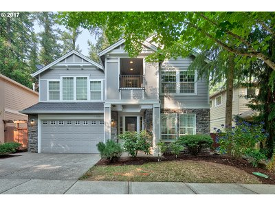 Lake Oswego Single Family Home For Sale: 17524 Erin Ct