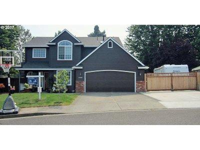 Clackamas Single Family Home For Sale: 13494 SE Covina Ct