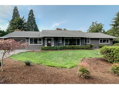 Milwaukie Single Family Home For Sale: 4343 SE Robin Rd