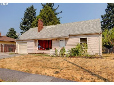 Portland Single Family Home For Sale: 12645 SE Salmon Ct